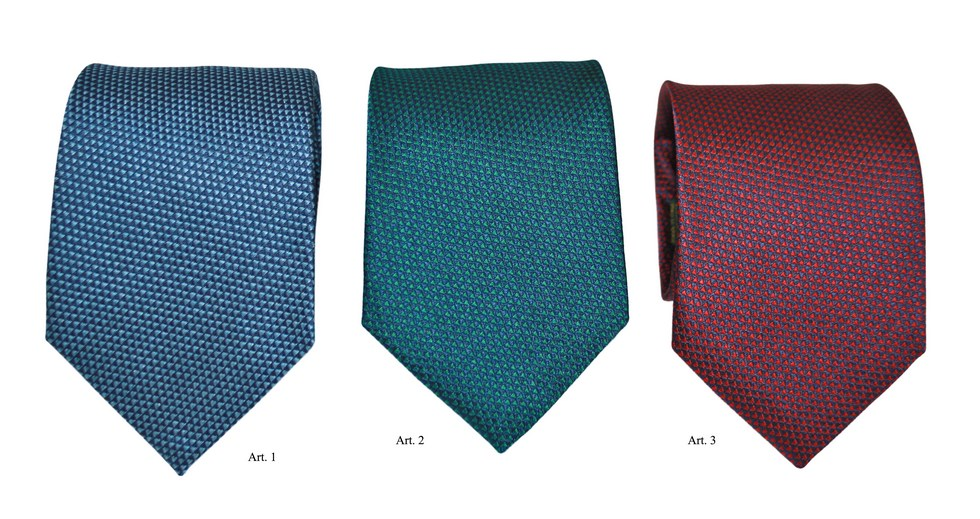 Ties geometric pattern with triangles