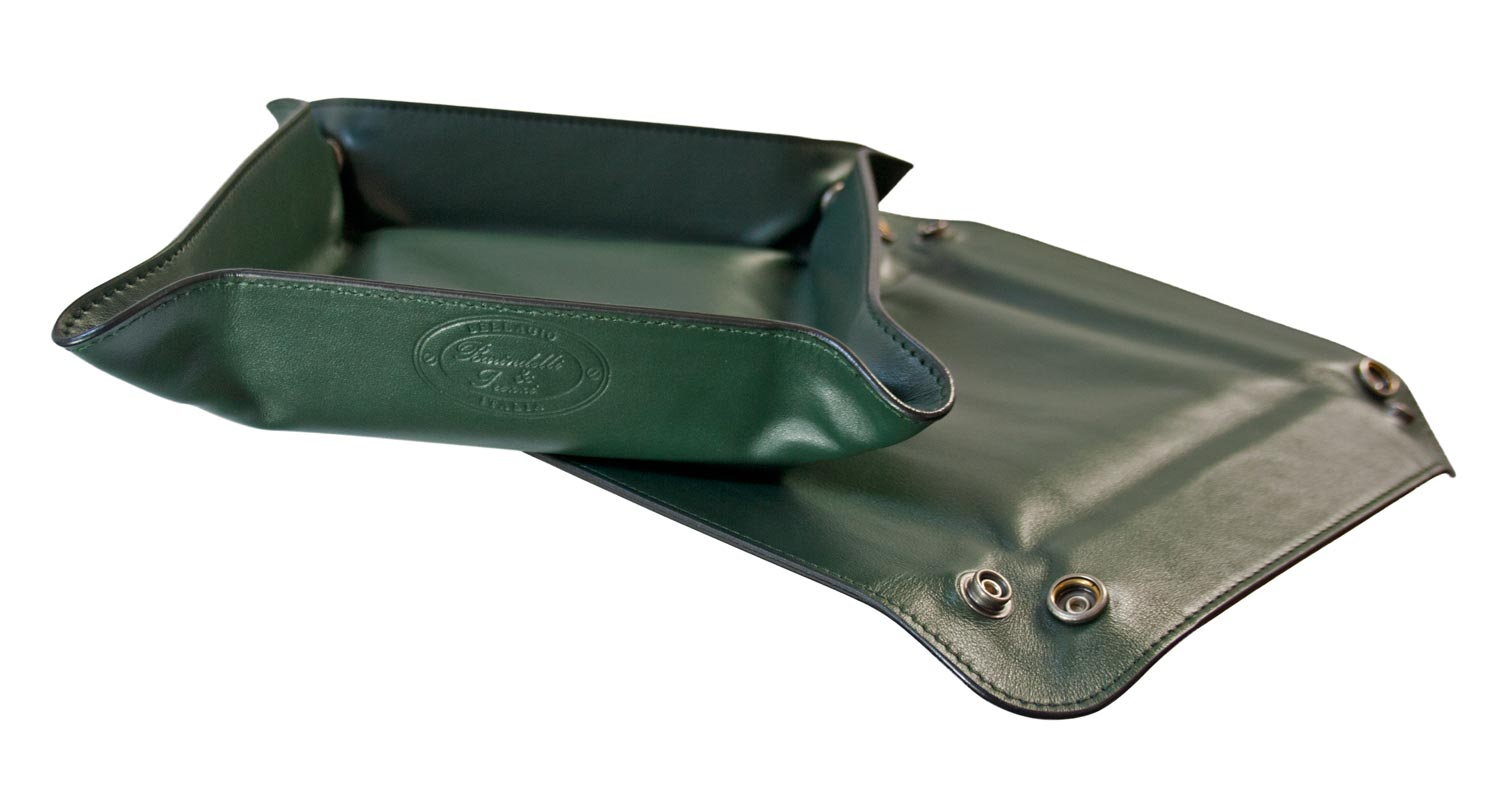 Empty-pockets in green leather