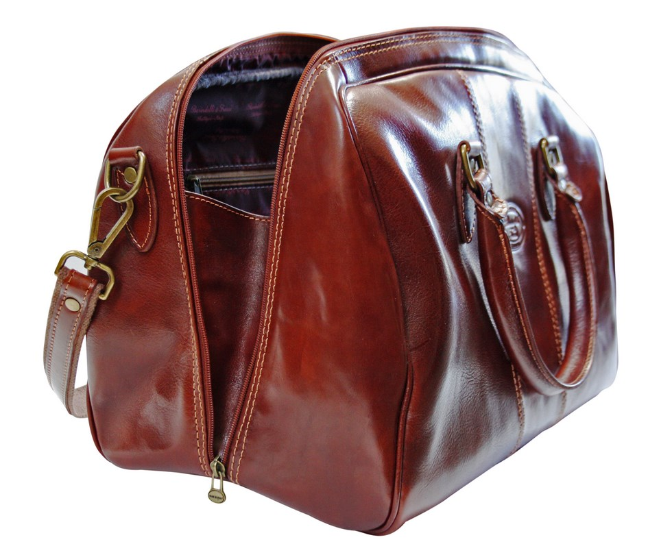 Travel bag in leather